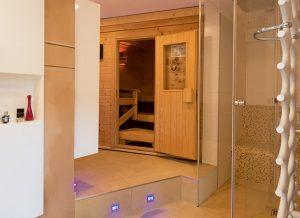 Die vorhandene Kellersauna wurde hervorragend in das neue Wellnessumfeld integriert.