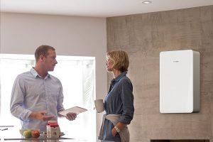 Eine moderne Wohnungsstation fügt sich dank ihres Designs auch in ein gehobenes Wohnumfeld ein. Foto: Junkers Bosch